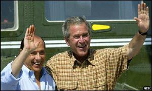 George W. Bush, presidente de EE.UU., y Silvio Berlusconi, el primer ministro de Italia