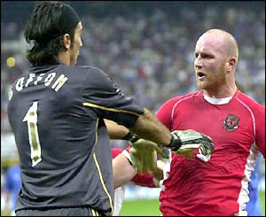 Gianluigi Buffon pushes John Hartson
