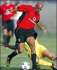 Man Utd's Juan Sebastian Veron in action against Club America