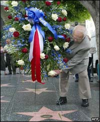 Hollywood honorary Mayor Johnny Grant places a floral wreath on the Walk of Fame
