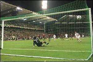 Zidane scores in the penalty-shoot out against Portugal in Euro 2000 to help France reach the final