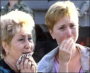 Women crying near the destroyed military hospital in Mozdok