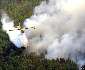 Firefighting plane pours water on fire in