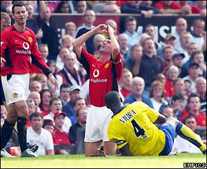 Man Utd captain Roy Keane reacts after being pulled up for a tackle on Vieira