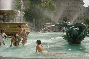Children playing in fountain at Trafalgar Square