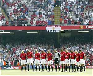 The players honour a minute's silence and wear black armbands at the Millennium Stadium
