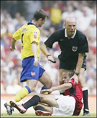 Referee Steve Bennett separates Phil Neville and Francis Jeffers