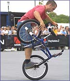 Phil Dolan in action at the Bike Stunt Flatland X Games VIII 2002 (Shazamm/ESPN)