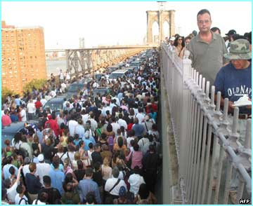 New York's Brooklyn bridge human traffic jam!