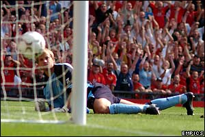 Bolton's Jussi Jaaskelainen looks on as Man Utd's Ryan Giggs' free-kick nestles in the back of his net  at Old Trafford