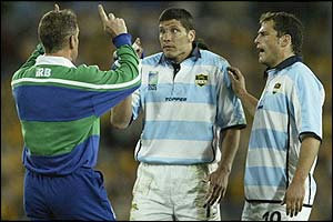 Kiwi referee Paul Honiss has words with Argentina's Roberto Grau