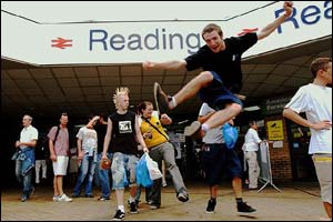 Festival goers arrive at Reading railway station