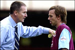 Glenn Roeder debates a point with David Connolly