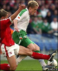 Ireland's Damien Duff attacks