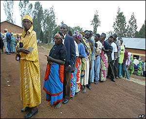 Rwandans queue to vote