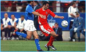 Wales' Ryan Giggs on the ball