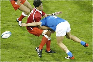 Tonga find it difficult to break through the Italian defence