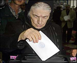 Elderly woman votes in Baku