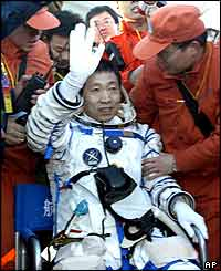 Yang Liwei emerges from capsule