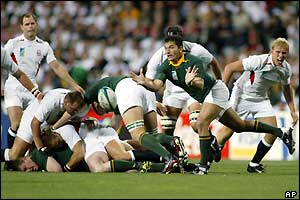 South Africa hit back and pressurise the England defence