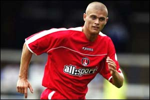 Charlton Athletic defender Paul Konchesky agrees a one-month loan deal with Tottenham