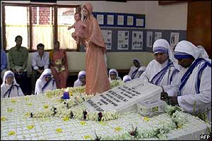 Nuns at Mother Teresa's tomb in Calcutta on Sunday