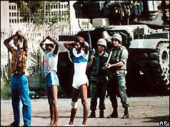 Soldiers guard Cuban prisoners