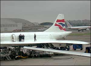 Crew on Concorde wing at JFK, New York, August 2003, by Clem Evans
