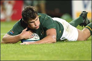 Danie Rossouw scores South Africa's first try on 14 minutes