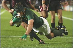 Joe van Niekerk dives over for South Africa's third try of the match