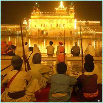 An amazing sight as Sikhs pray inside the Golden Temple in Amritsar, India