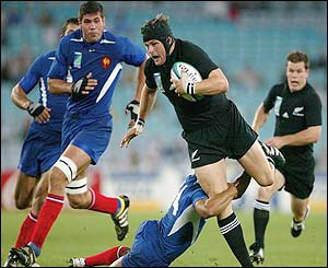 New Zealand's Richie McCaw takes on the French defence