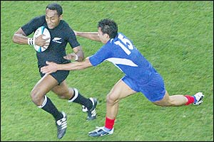Joe Rokocoko takes on the France defence