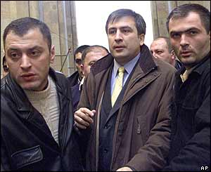 Mikhail Saakashvili (centre) with bodyguards