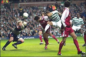 Oliver Kahn saves for Bayern Munich from Henrik Larsson's header