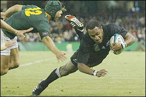 Joe Rokocoko adds a third try for  New Zealand