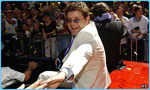 Sean Astin greets the fans at the premiere