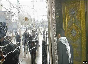 Shiite man enters a mosque in Samarra