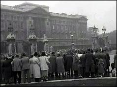 Crowds wait for news outside Buckingham Palace