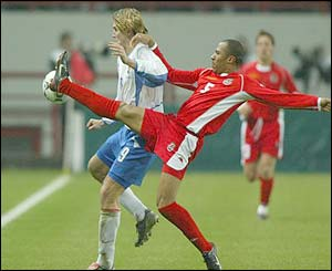 Wales' Daniel Gabbidon and Russia's Dmitry Bulykin challenge for the ball