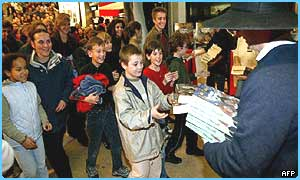 Young French Potter fans grab their copy of OOTP