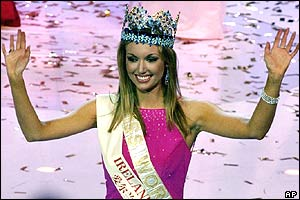 Rosanna Davison waves after being crowned Miss World 2003