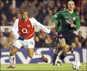 Thierry Henry threatens the opposition defence