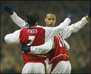 Arsenal's players celebrate with Pires