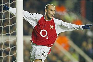 Freddie Ljungberg celebrates scoring the second for Arsenal