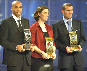 Thierry Henry and Zinedine Zidane pick up their trophies at a Fifa ceremony