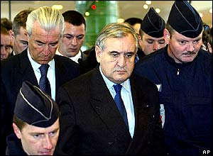 French Prime Minister Jean-Pierre Raffarin arrives to meet relatives of the crash victims.