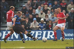 Andy Smith's shoots and the ball somehow squirms past Charlton keeper Dean Kiely