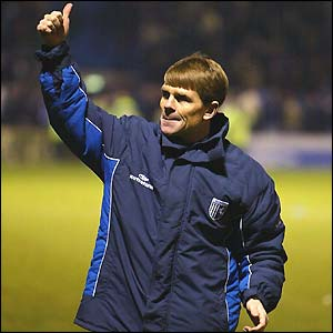 Gillingham boss Andy Hessenthaler salutes the home fans
