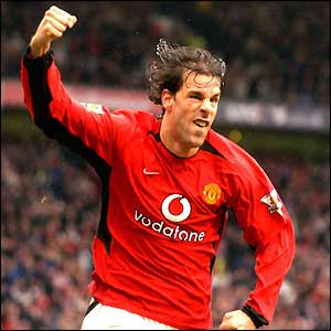 Ruud van Nistelrooy celebrates scoring United's winner